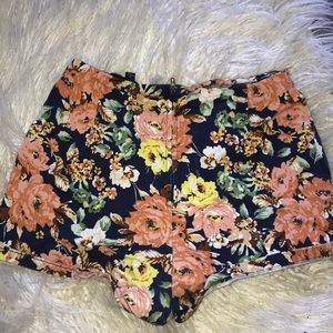 !! Floral Shorts !! 🌼🌼